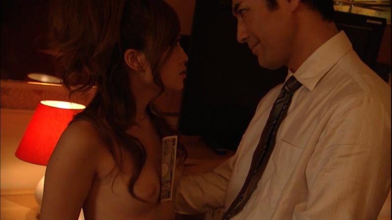 【濡れ場キャプ画像】女優さん達が乳首丸出しで演じる濡れ場シーンが激エロww 14