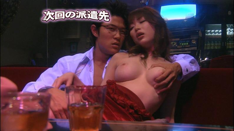 【濡れ場キャプ画像】女優さん達が乳首丸出しで演じる濡れ場シーンが激エロww 24