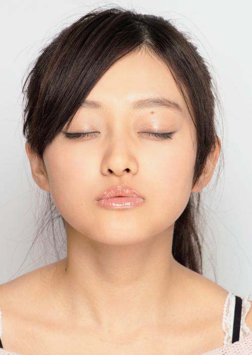 【キスキャプ画像】思わず画面越しでもキスしたくなるようなタレント達の可愛いキス顔w 21