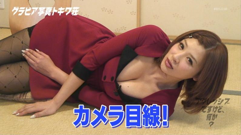 【胸ちらキャプ画像】セクシーな胸元チラつかせてオッパイアピールする美乳タレント達w