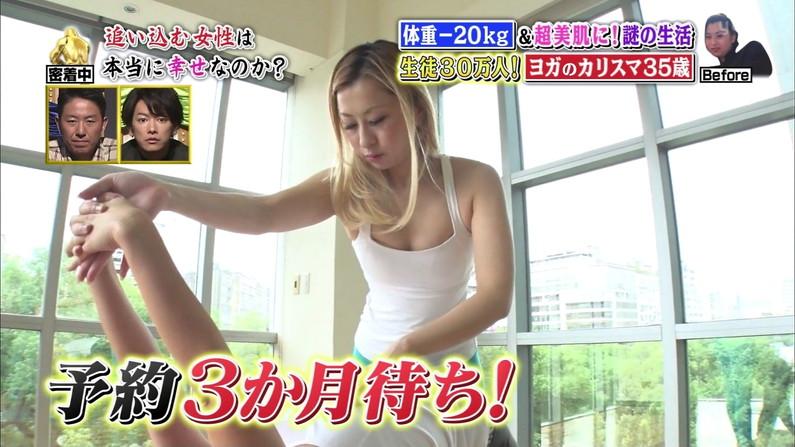 【胸ちらキャプ画像】セクシーな胸元チラつかせてオッパイアピールする美乳タレント達w 16