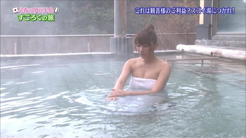 【温泉キャプ画像】女子アナまでもがエロい谷間見せながら温泉レポしちゃってるぞww 12