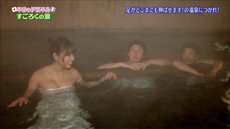 【温泉キャプ画像】女子アナまでもがエロい谷間見せながら温泉レポしちゃってるぞww 13