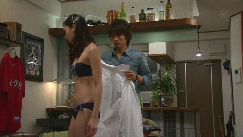 【下着キャプ画像】テレビで大胆にも下着姿を披露した女達ww 18