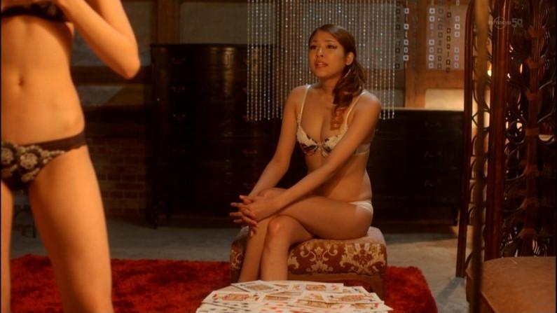 【下着キャプ画像】テレビで大胆にも下着姿を披露した女達ww 19