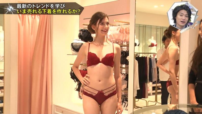 【下着キャプ画像】テレビで大胆にも下着姿を披露した女達ww 22