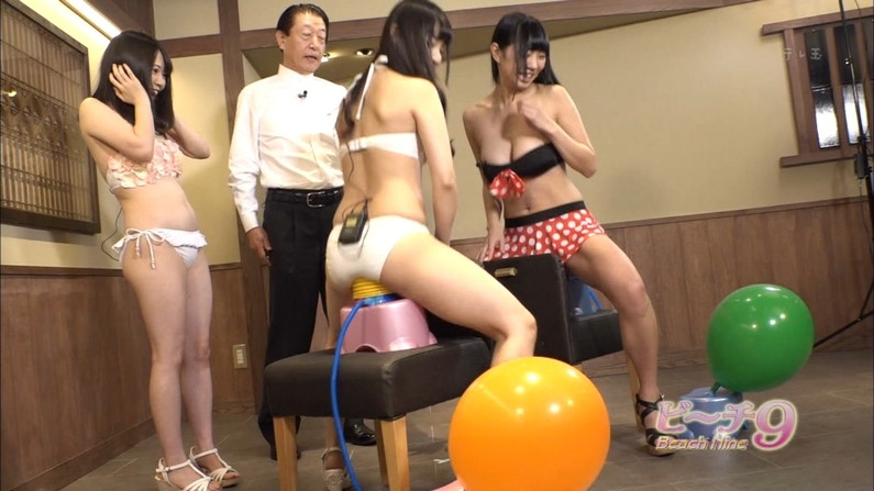 【お尻キャプ画像】テレビに映る水着美女達のぶりぶりのお尻がハミ尻しまくってるぞw 07