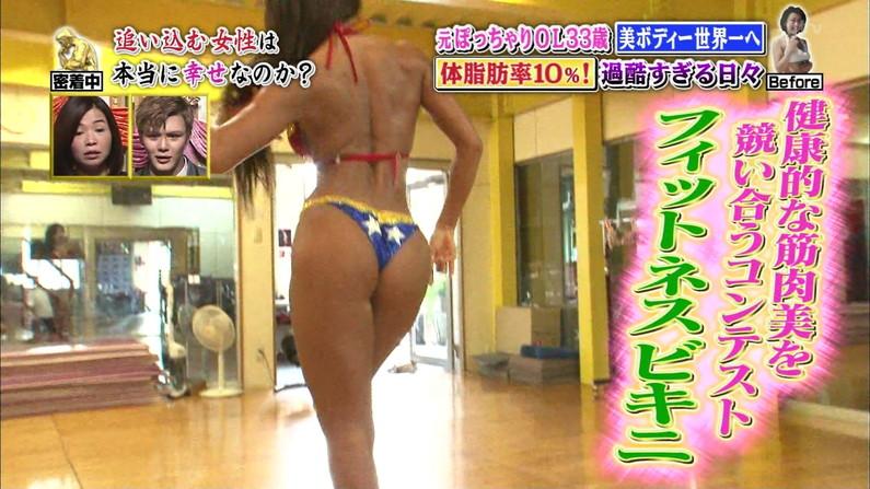 【お尻キャプ画像】テレビに映る水着美女達のぶりぶりのお尻がハミ尻しまくってるぞw 13