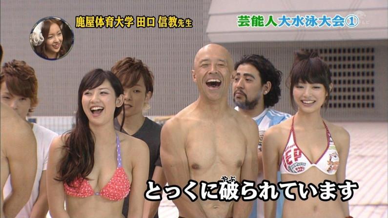 【水着キャプ画像】自慢のオッパイをビキニで強調してテレビに出てくるタレント達w 10