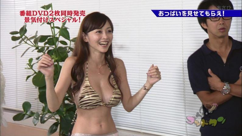 【水着キャプ画像】自慢のオッパイをビキニで強調してテレビに出てくるタレント達w 20
