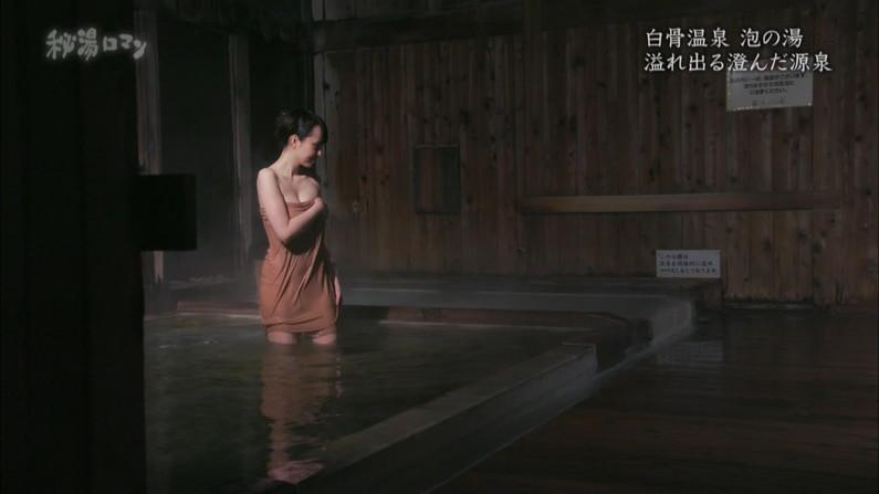 【温泉キャプ画像】バスタオルからオッパイはみ出しすぎな温泉レポw 01