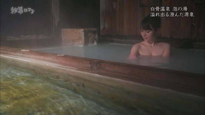 【温泉キャプ画像】バスタオルからオッパイはみ出しすぎな温泉レポw 03
