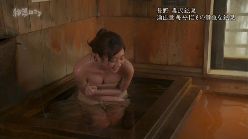 【温泉キャプ画像】バスタオルからオッパイはみ出しすぎな温泉レポw 05