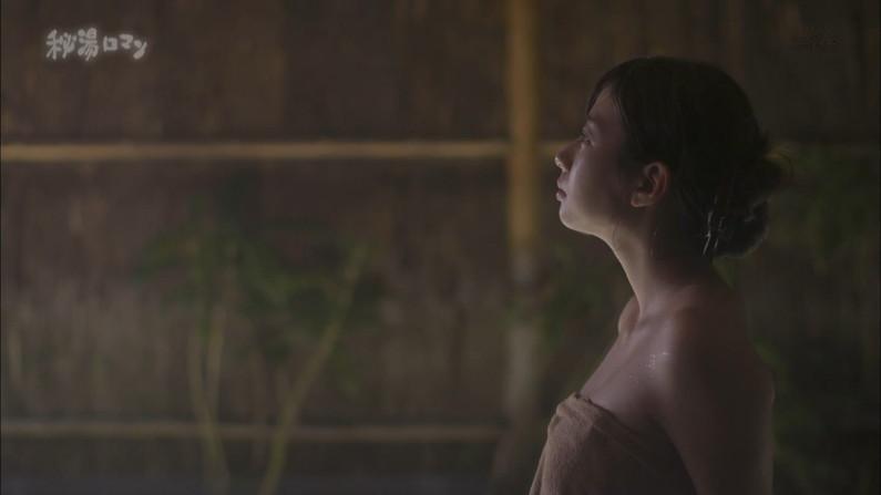 【温泉キャプ画像】バスタオルからオッパイはみ出しすぎな温泉レポw 16