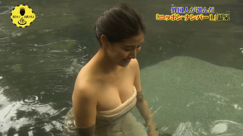 【温泉キャプ画像】バスタオルからオッパイはみ出しすぎな温泉レポw 17