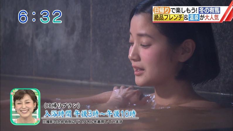 【温泉キャプ画像】バスタオルからオッパイはみ出しすぎな温泉レポw 21