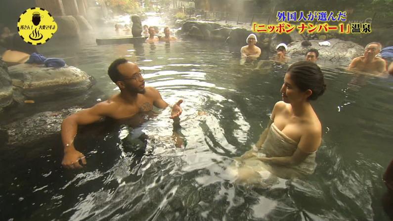 【温泉キャプ画像】バスタオルからオッパイはみ出しすぎな温泉レポw 24