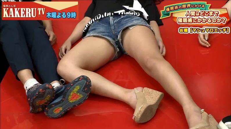 【太ももキャプ画像】タレント達が自慢の美脚を露出しまくってるぞw 23