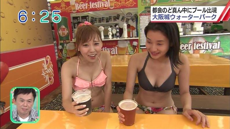 【水着キャプ画像】テレビに映る水着美女達のオッパイがけしからんすぎww 04