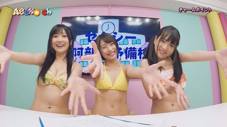 【水着キャプ画像】テレビに映る水着美女達のオッパイがけしからんすぎww 07