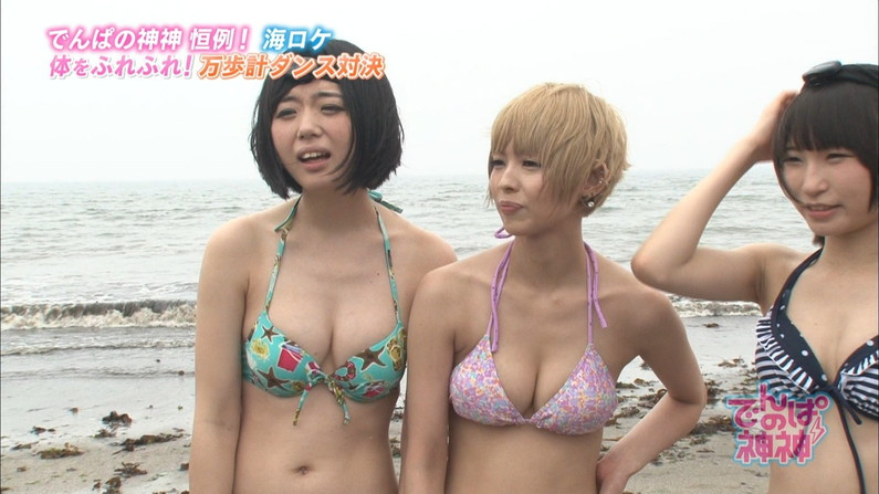 【水着キャプ画像】テレビに映る水着美女達のオッパイがけしからんすぎww 18