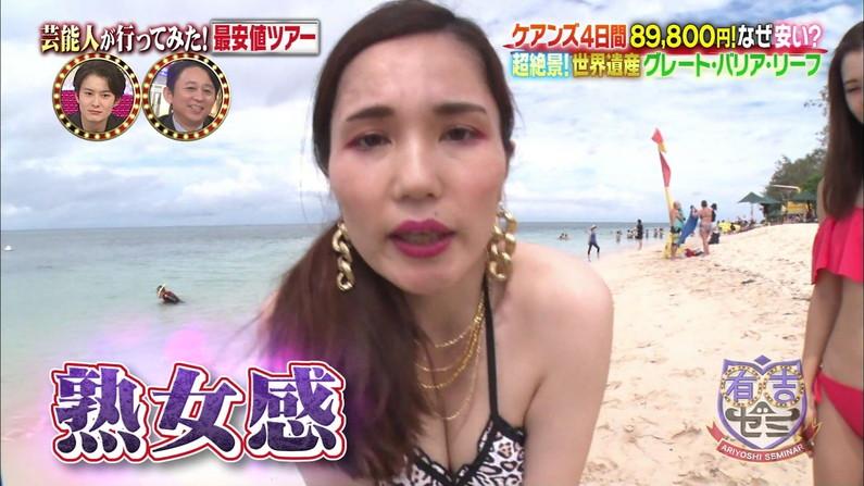 【水着キャプ画像】テレビに映る水着美女達のオッパイがけしからんすぎww 20