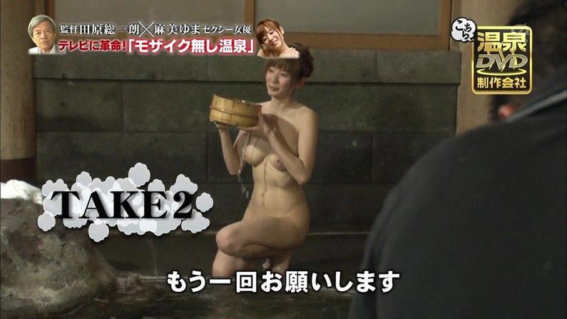 【オッパイキャプ画像】今年最後はオッパイ祭りw乳首丸出しでテレビに映った美女達ww 11