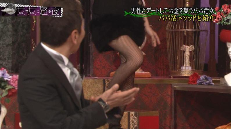 【太ももキャプ画像】タレントさん達のパンスト履いた太もももいいけど生足も捨てがたいよなw 15