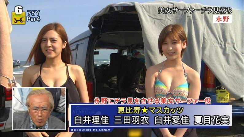 【水着キャプ画像】テレビに映る水着からこぼれ落ちそうなオッパイがエロすぎるw 01