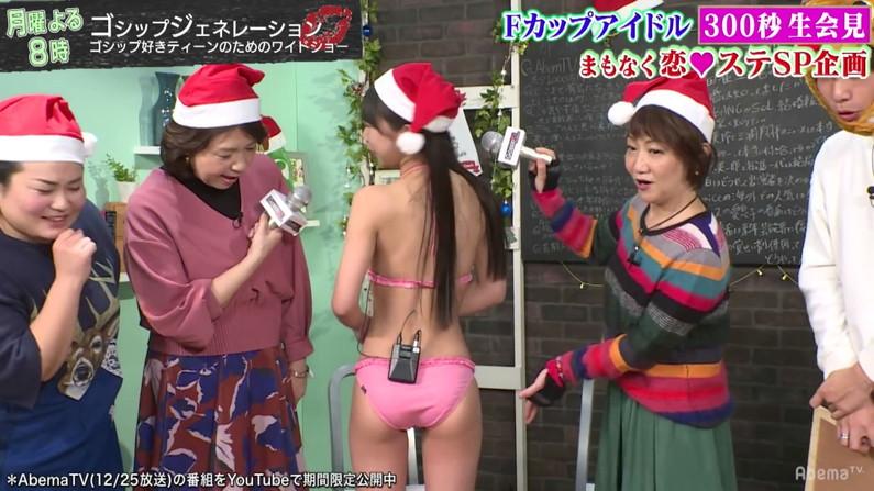 【お尻キャプ画像】テレビに映る水着美女達のやらしいハミ尻ww 03