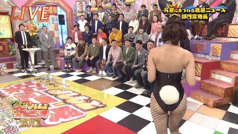 【お尻キャプ画像】テレビに映る水着美女達のやらしいハミ尻ww 06