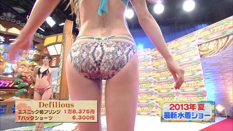 【お尻キャプ画像】テレビに映る水着美女達のやらしいハミ尻ww 15