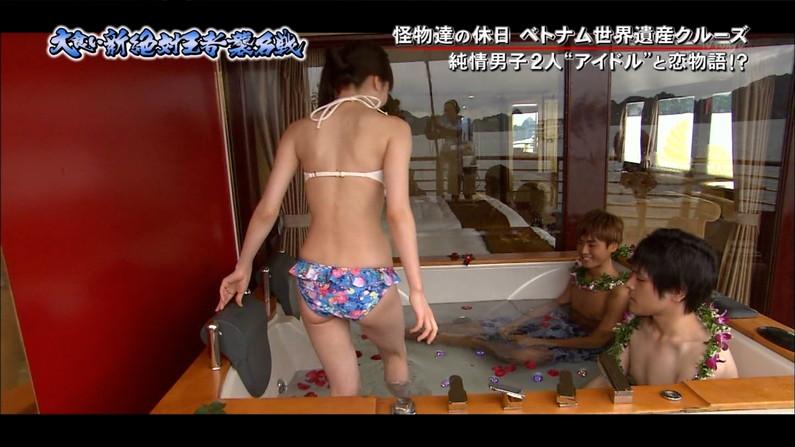 【お尻キャプ画像】テレビに映る水着美女達のやらしいハミ尻ww 21