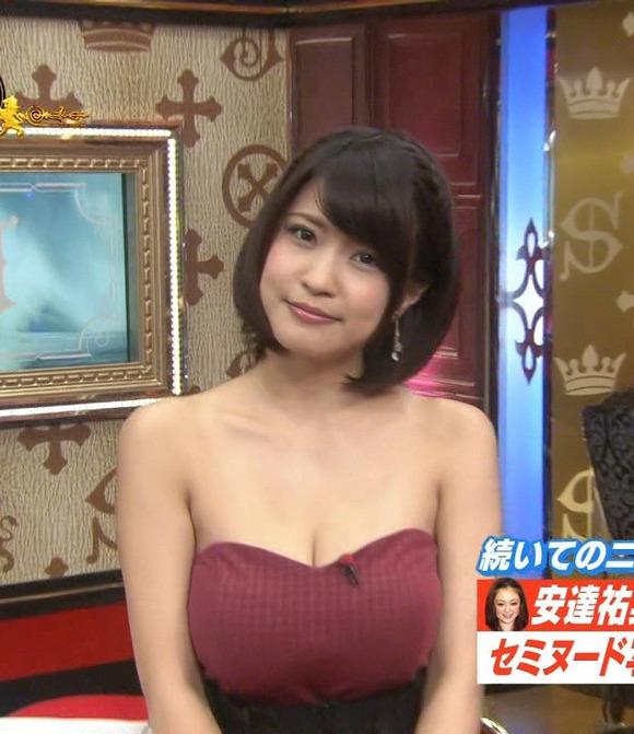 【胸ちらキャプ画像】テレビで胸ちらしてるタレントって本当に多いよなw 03