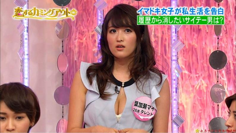 【胸ちらキャプ画像】テレビで胸ちらしてるタレントって本当に多いよなw 10