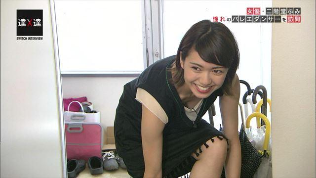 【胸ちらキャプ画像】テレビで胸ちらしてるタレントって本当に多いよなw 24