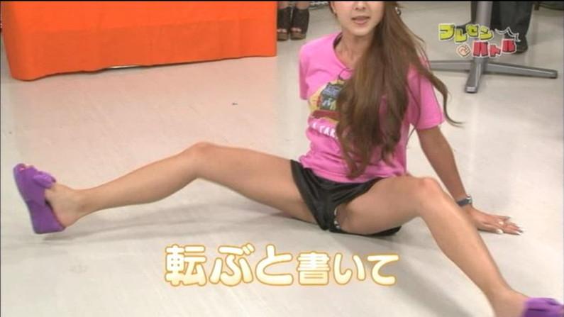 【開脚キャプ画像】お股オッピロゲてハミマンギリギリのタレント達ww 14