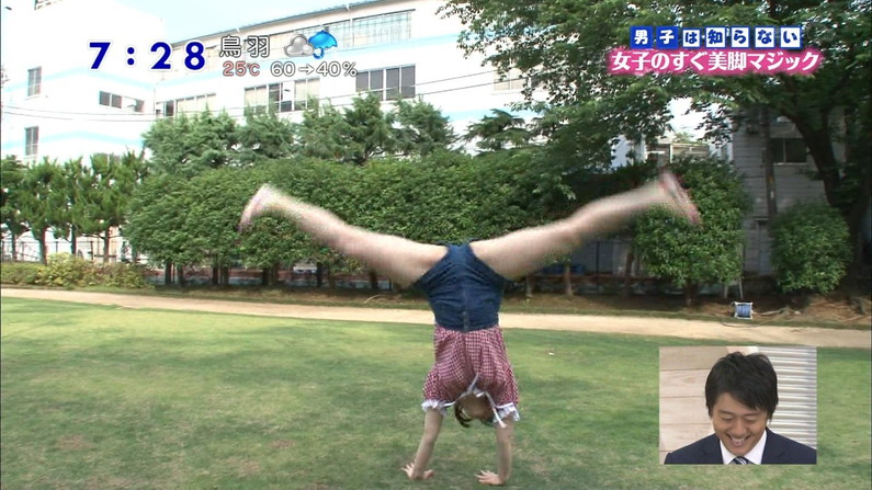 【開脚キャプ画像】お股オッピロゲてハミマンギリギリのタレント達ww 24