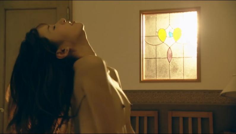 【濡れ場キャプ画像】AV女優も顔負けのベッドシーンを繰り広げる女優さん達w 01