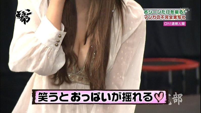 【胸ちらキャプ画像】テレビで強調する胸の谷間がエロすぎるタレント達w 06