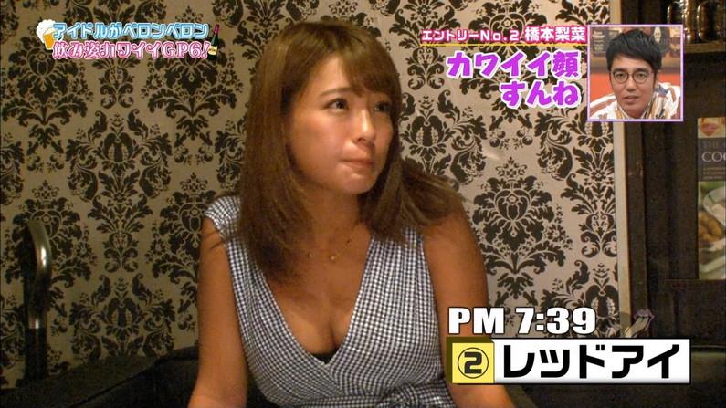 【胸ちらキャプ画像】エロい谷間をテレビで見せつけてくるタレント達w 22