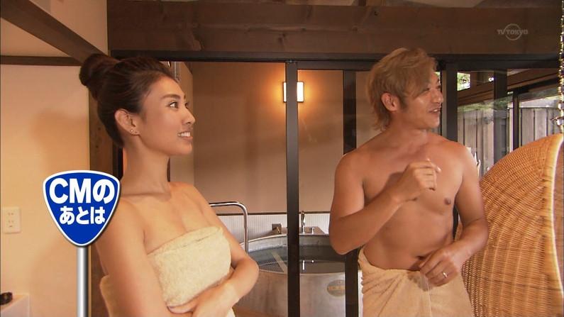 【温泉キャプ画像】タレント達のポロリ寸前までオッパイ出してる温泉レポエロすぎw 11
