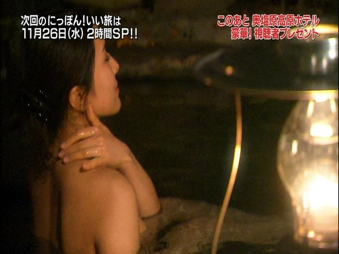 【温泉キャプ画像】タレント達のポロリ寸前までオッパイ出してる温泉レポエロすぎw 24