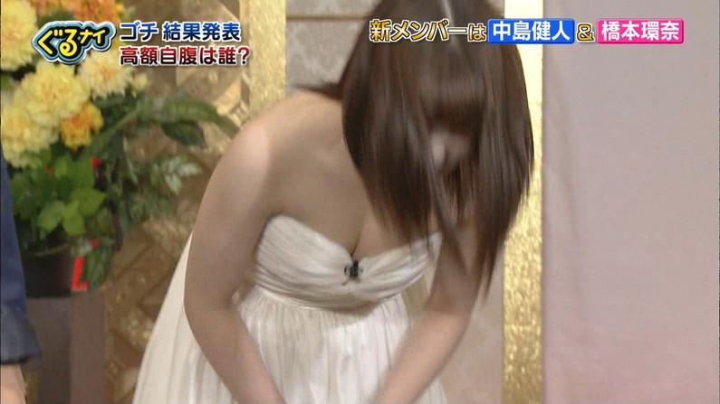 【胸ちらキャプ画像】テレビでやたらと胸ちらして見せるタレント達w 22