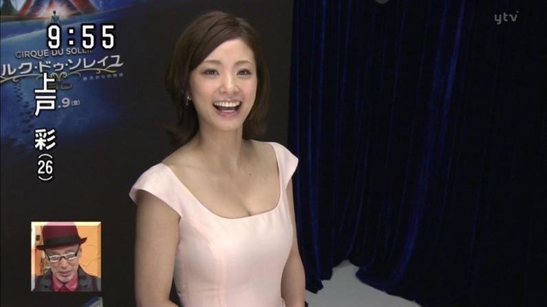 【胸ちらキャプ画像】テレビでやたらと胸ちらして見せるタレント達w 24