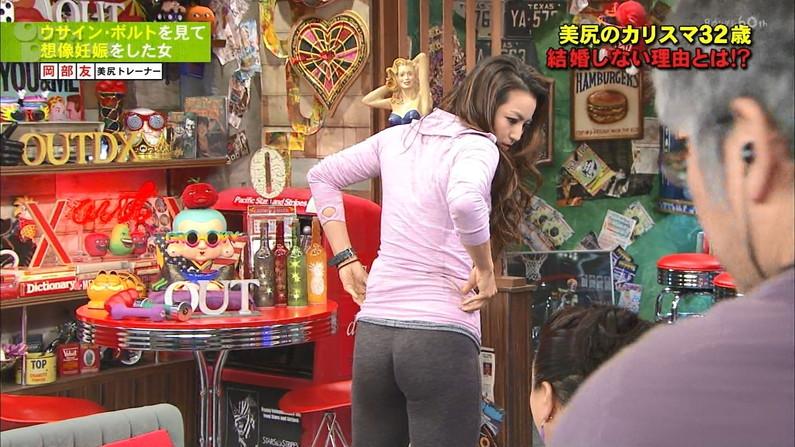 【お尻キャプ画像】ピタパン履いてムッチリエロいお尻が強調されてるタレント達w 22
