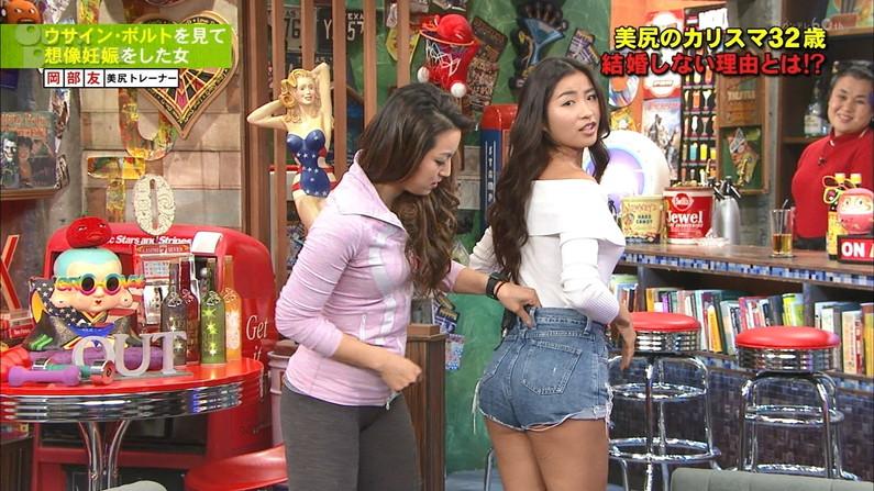 【お尻キャプ画像】ピタパン履いてムッチリエロいお尻が強調されてるタレント達w 23
