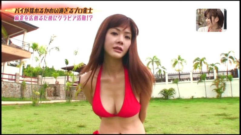 【水着キャプ画像】今にも乳首まで見えそうなビキニ着てるタレント達w 11