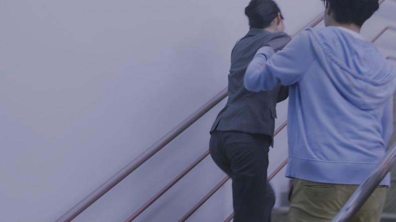 【お尻キャプ画像】パン線浮きあがるピタパンお尻のエロいタレント達w 06