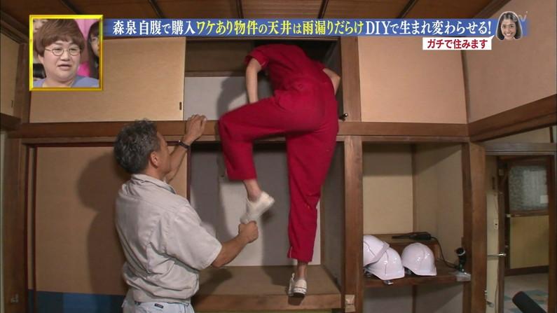 【お尻キャプ画像】パン線浮きあがるピタパンお尻のエロいタレント達w 13